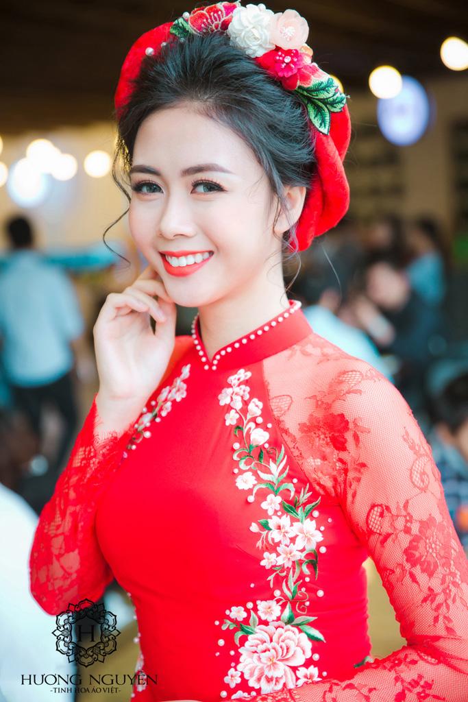 ao-dai-cuoi-chat-lieu-lua-theu-tay-su-lua-chon-ly-tuong-cho-co-dau-trong-ngay-cuoi. 1