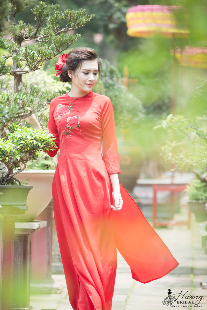 top-2-mau-ao-dai-cuoi-long-lay-nhat-cho-co-dau-nam-2018. 2